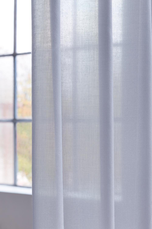 Ein im Stoff integriertes Foliengarn sorgt für eine hohe Schallabsorbtion. Abbildung: © Création Baumann