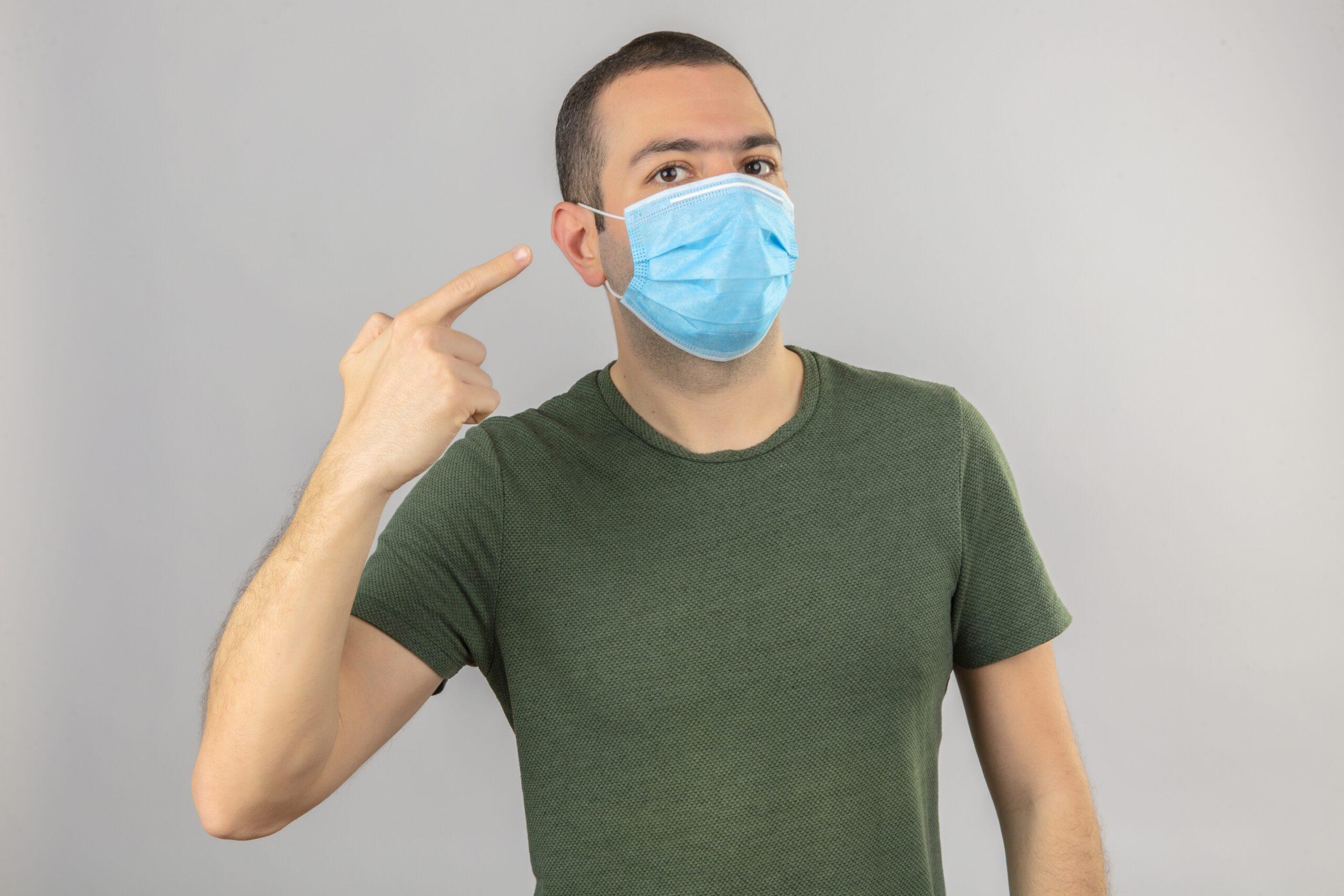 Eine Maske wirkt wie ein Sprachfilter. Töne und Sprache werden beeinträchtigt. Abbildung: stockking, freepik