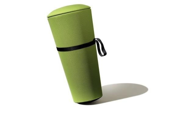 Leicht, transportabel und viel schlanker als ein Sitzball: Bewegungshocker Stand-Up, Design: Thorsten Franck. Abbildung: Wilkhahn