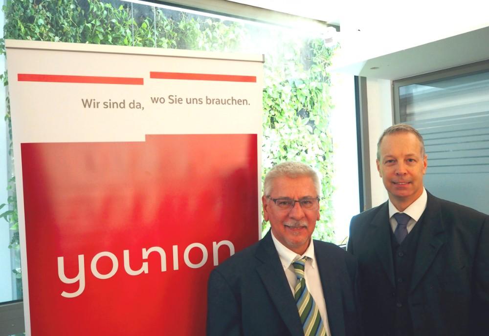 Michael Kerschbaumer (links), Leiter des Finanzreferates bei younion, gemeinsam mit Wolfgang Gräf, Fachberater für die Condair Systems. Abbildung: Condair Systems