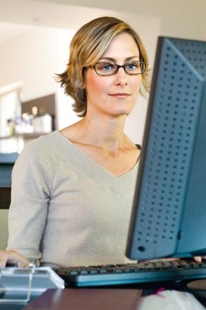 Brille und Bildschirm: Besser sehen im Büro