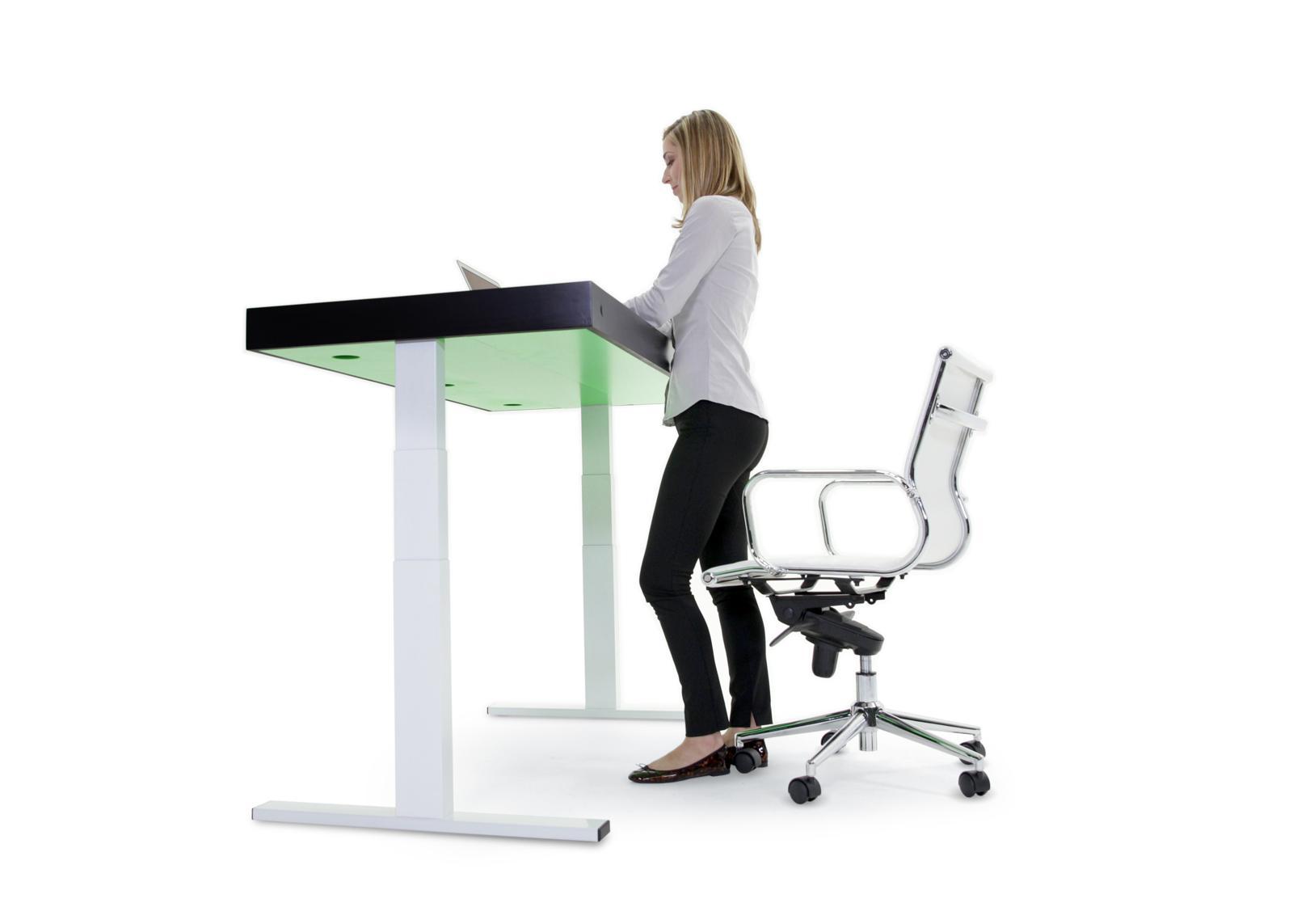 Sitz-Steh-Tisch Stir Kinetic Desk F1: Nur bellen kann er nicht