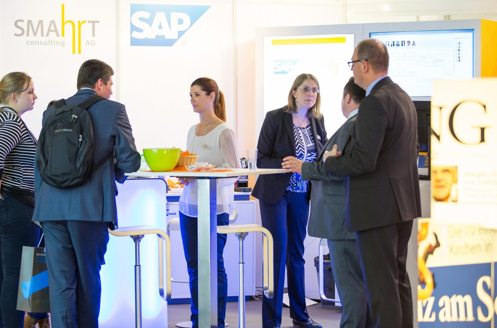 Gehört dazu: Businesskontakte zu knüpfen und zu pflegen. Foto Friederike Tröndle/Personal Swiss