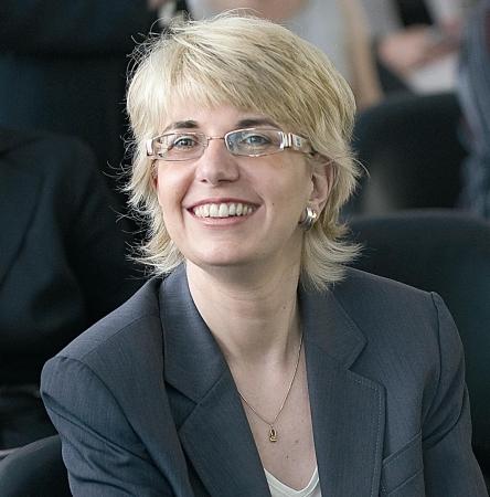 Dr. Alexandra Hildebrandt ist Publizistin, Nachhaltigkeitsexpertin und Wirtschaftspsychologin sowie Mitinitiatorin der Initiative Gesichter der Nachhaltigkeit.