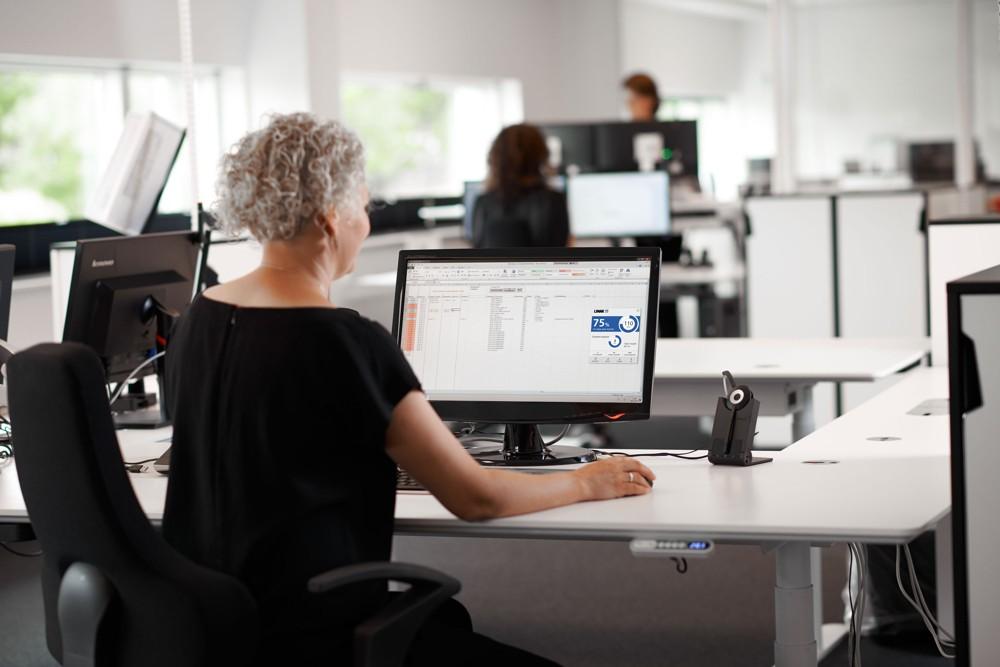 Smarte Helfer Büro 4.0: Desk Control von LINAK