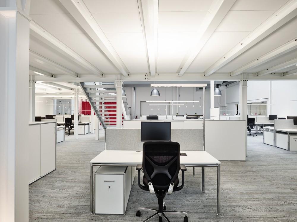 Leuchten und Teppichboden sind in ihrer Anmutung dem industriellen Kontext entlehnt. Foto: Wortmann