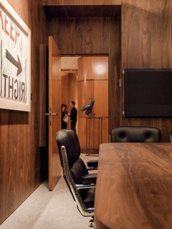 Luxuriöse Anmutung: Büro aus edlem Holz
