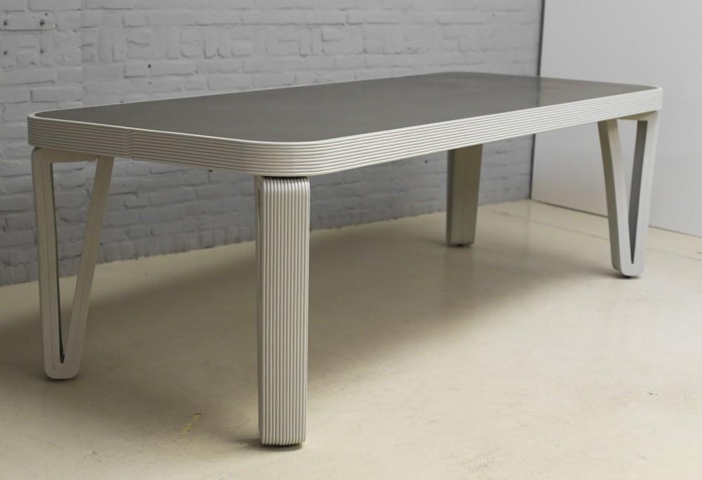Tisch aus der Fat Line Series von Dirk Vander Kooij. Foto: Studio Dirk Vander Kooij