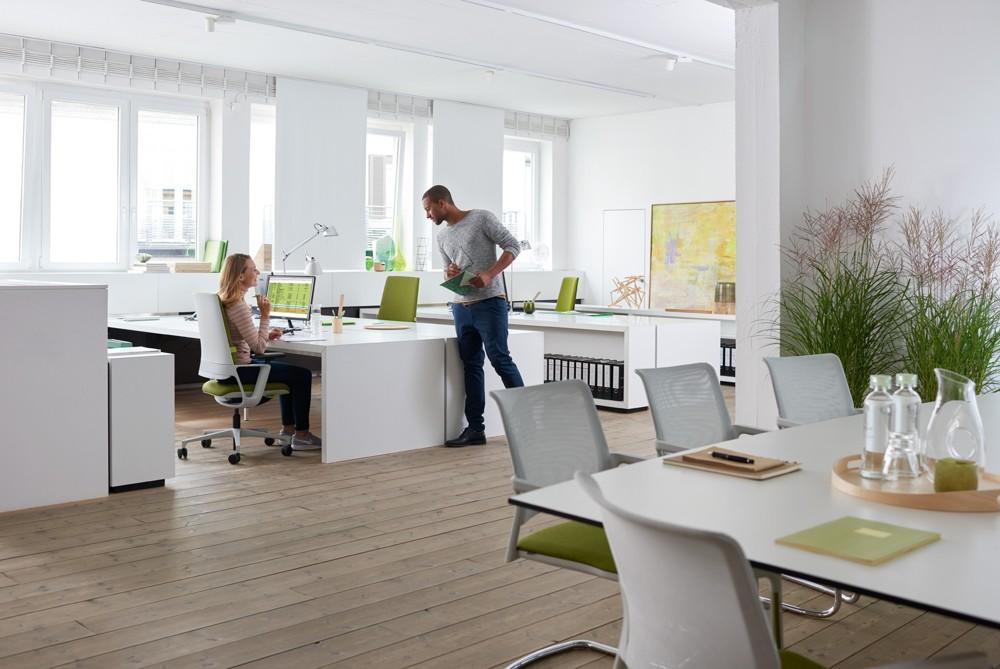 Mit dem neuen Bürodrehstuhl Connex2 von Klöber kommt frischer Wind in die Büros.