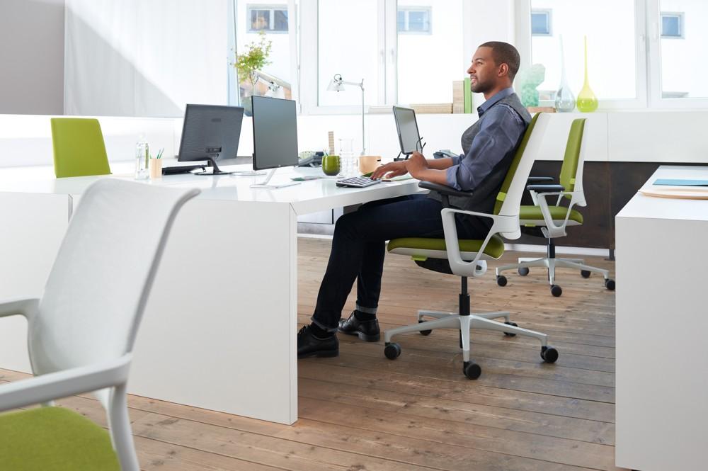 Der neue Bürostuhl Connex2 von Klöber überzeugt jeden Be-Sitzer mit Ergonomie, Funktionalität, Ästhetik und einer besonders einfachen Nutzung.