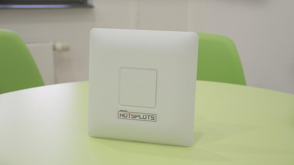 Die Access Points der UniFi-Reihe setzen den neuen WLAN-Standard IEEE 802.11ac ein. Sie ermöglichen Datenübertragungsraten von bis zu 1.300 MBit/s.