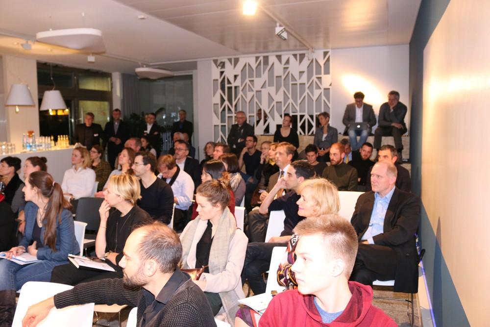 """Zahlreiche Teilnehmer besuchten das Berliner Bürotrendforum """"Modern Office – Büro im Wandel""""."""