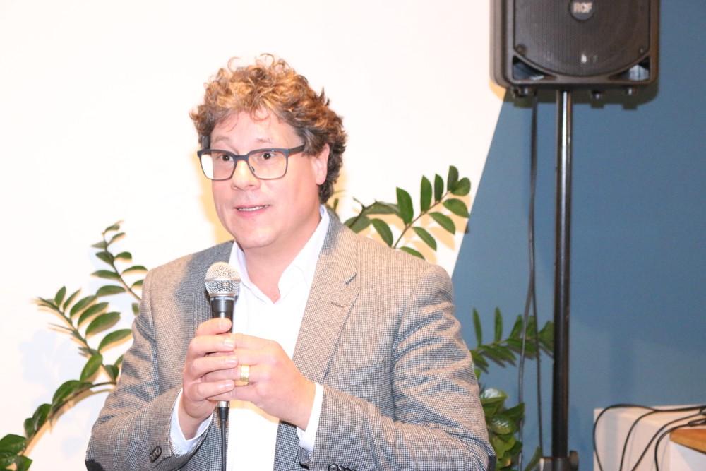 Robert Mokosch-Wabnitz, Senior Workplace Strategist bei Haworth, zeigte anhand von Beispielen, wie moderne Raumgestaltung in der Praxis aussehen kann.