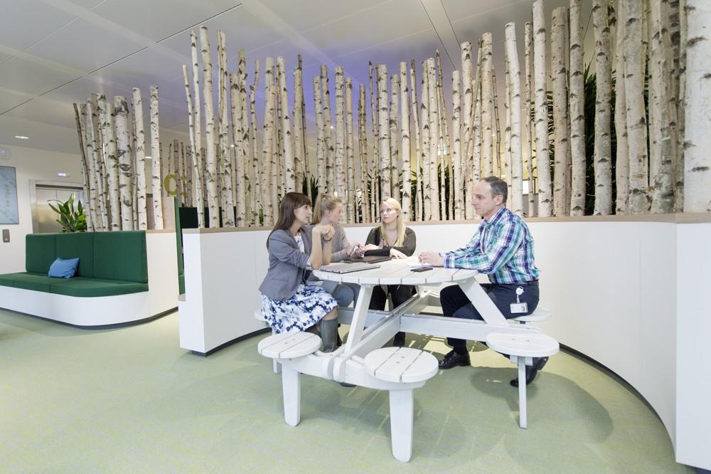 Philips Headquarter: Eine parkähnliche Gestaltung bestimmt diesen Bürobereich.