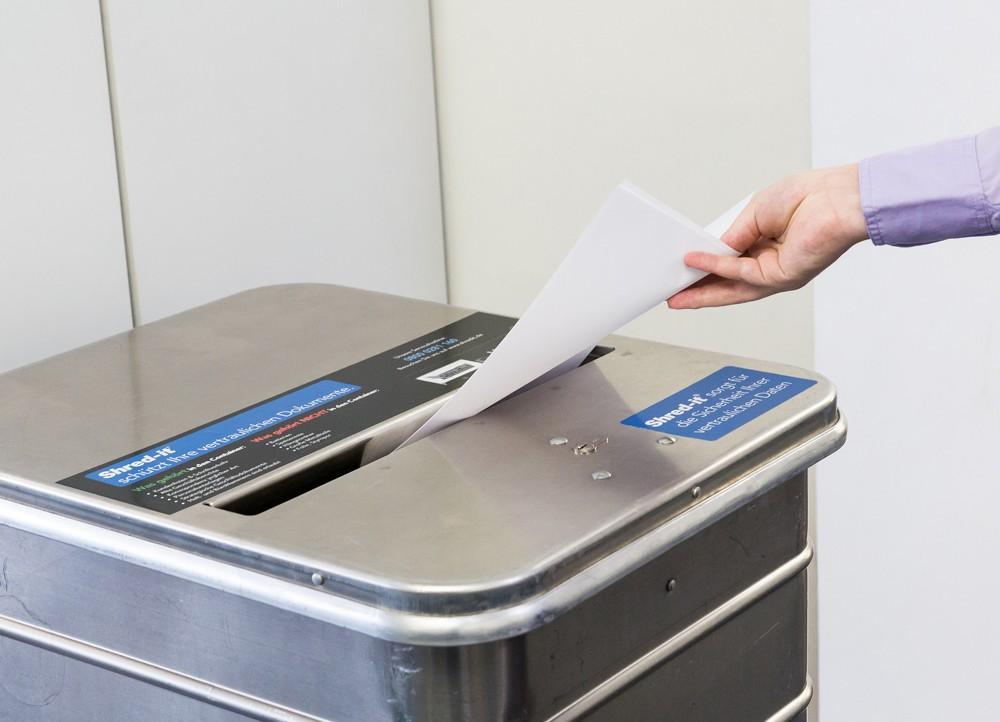 Nicht mehr benötigte Unterlagen und Dokumente können in speziellen Behältern sicher gelagert werden.