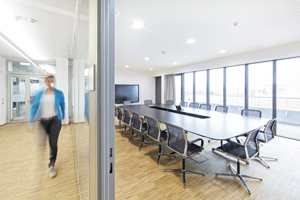 Freundlich und hell: der Besprechungsbereich. Foto: M.O.O.CON/Walter Oberbramberger