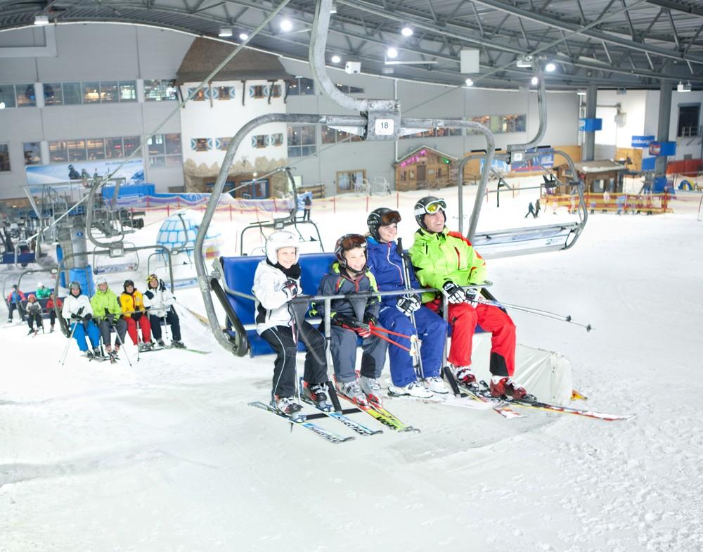 Skihalle in Neuss mit angeschlossenem Tagungshotel.