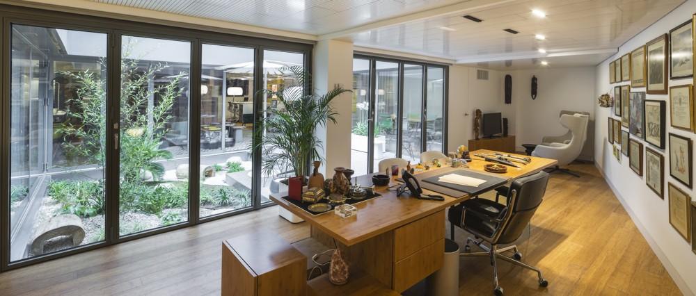Prointel: Große Glasflächen bringen Tageslicht ins Büro.