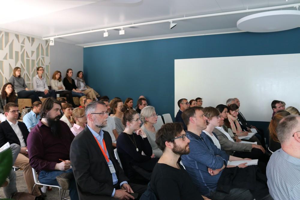 Die zahlreich erschienenen Teilnehmer konnten sich beim Berliner Bürotrendforum 2017 über den Wandel im Büro informieren.