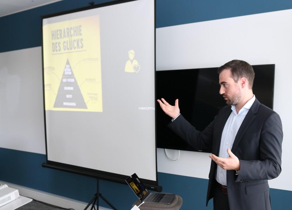 Markus Heinrich, Workplace Strategist bei Haworth, plädierte dafür, mehr darauf zu achten, was Mitarbeiter glücklich macht.