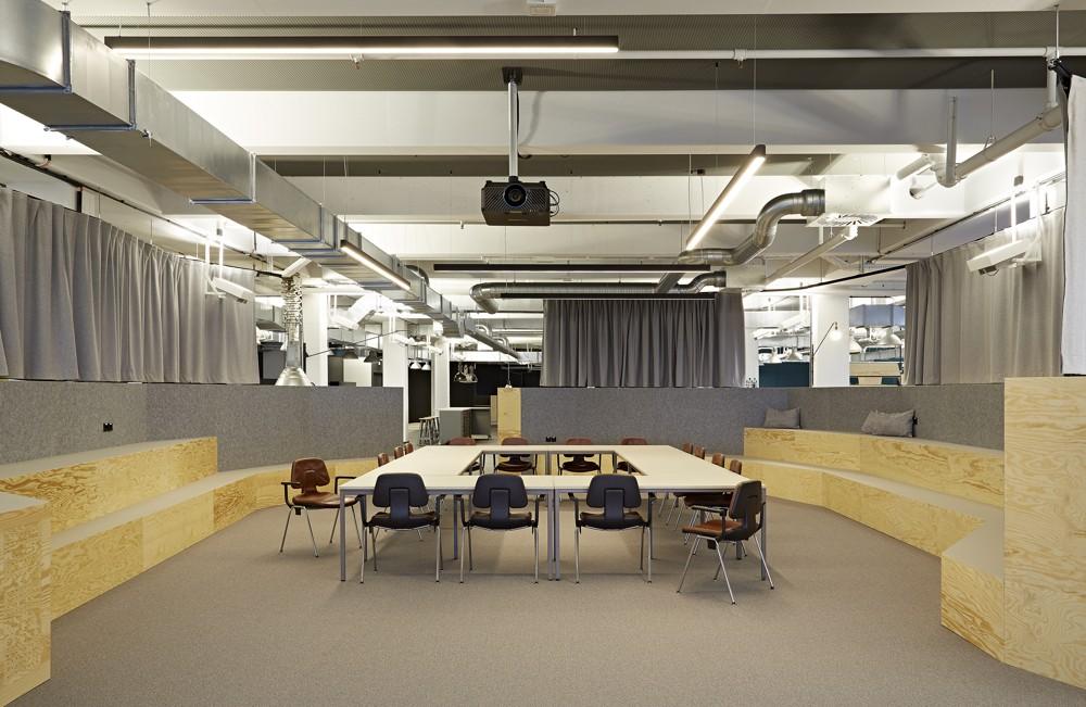 Die Arena: sitzen und zusammenarbeiten auf drei Ebenen. Foto: Julia Maria Max