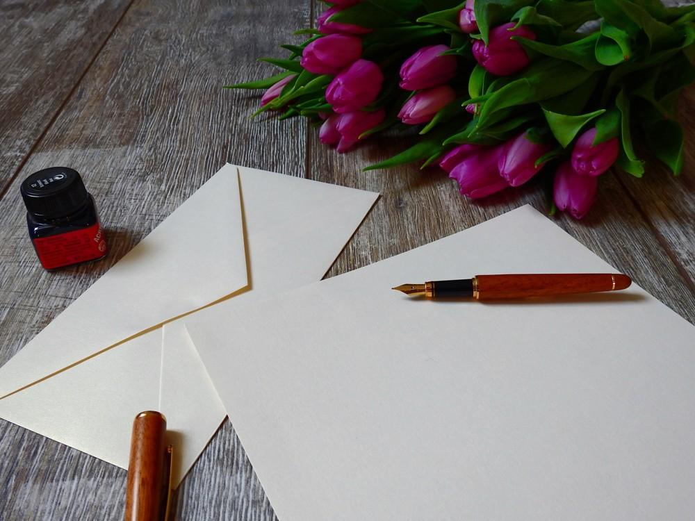 Handgreifliche Anteilnahme: Warum uns Briefe überdauern