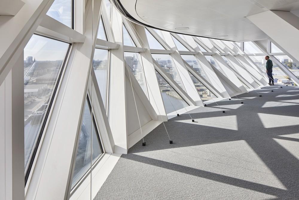 Die neuen Büros bieten fantastische Ausblicke über den Hafen. Foto: Hufton+Crow