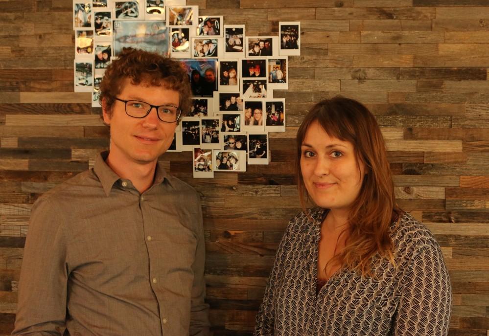 Isabel Borst, Community Associate bei WeWork am Potsdamer Platz, und Sebastian Klöß.