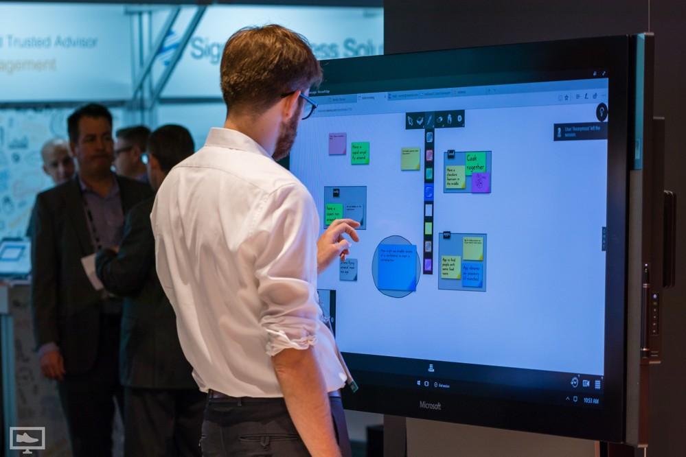Digitales Whiteboard: Ideen können präsentiert und in Echtzeit zusammengearbeitet werden.