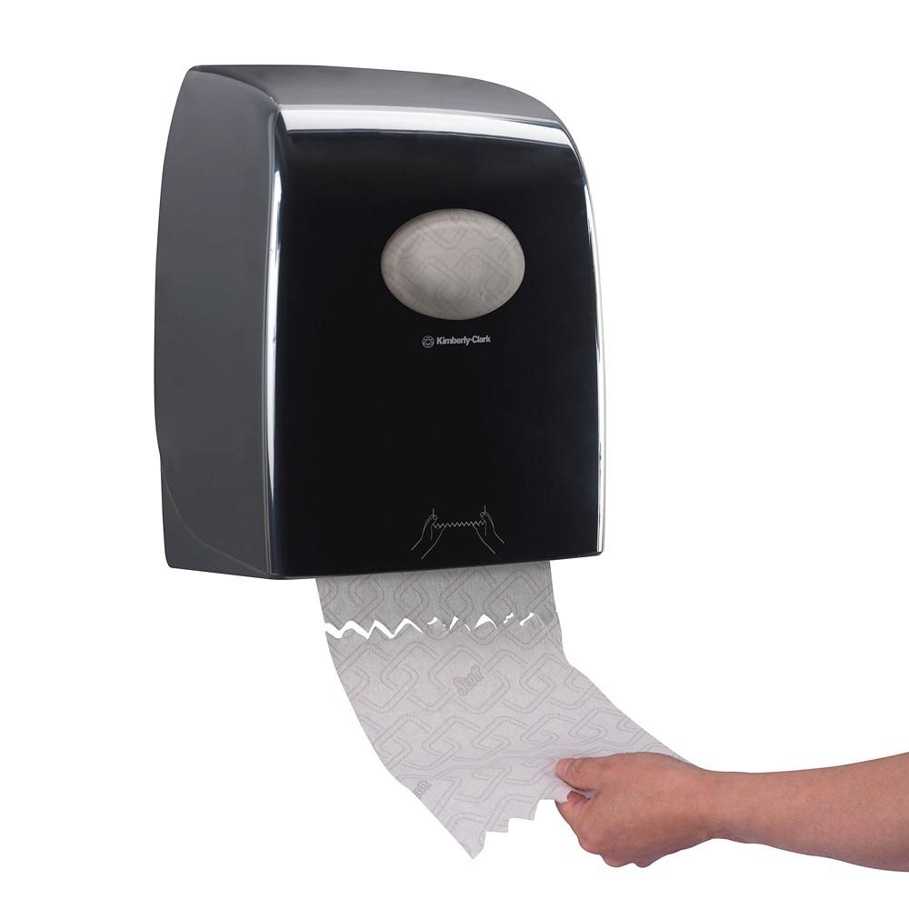 Ein Spender mit Einzelblattzufuhr garantiert eine hygienische Entnahme von Papierhandtüchern.