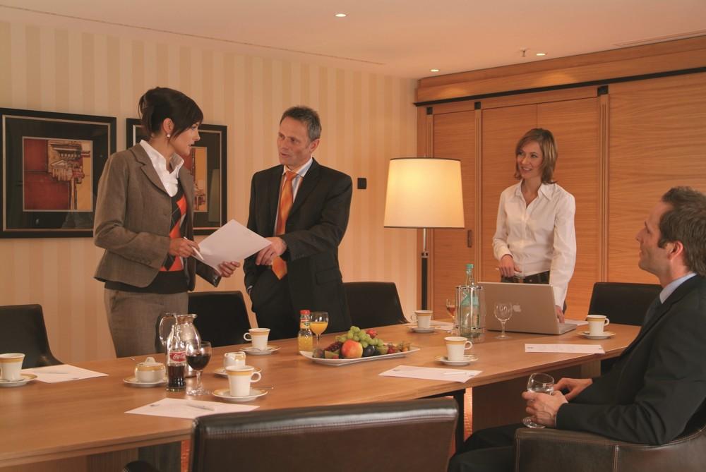 Geschäftliche Besprechung in exklusivem Umfeld: Die Tagungs-Suiten der Maritim Hotels. Foto: Maritim Hotelgesellschaft
