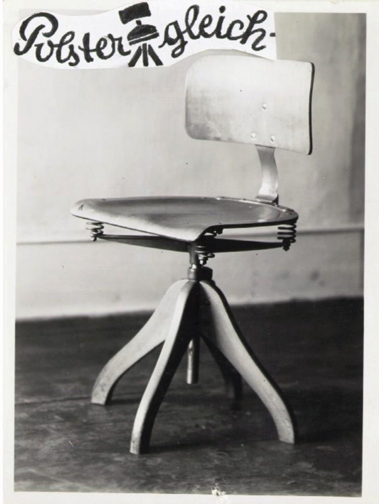 """""""Man sitzt gesund und weich auf Polstergleich!"""" Vier Federn sorgten bei diesem Stuhl von Margarete Klöber (1935) für bewegenden Sitzkomfort. Foto: Hersteller"""