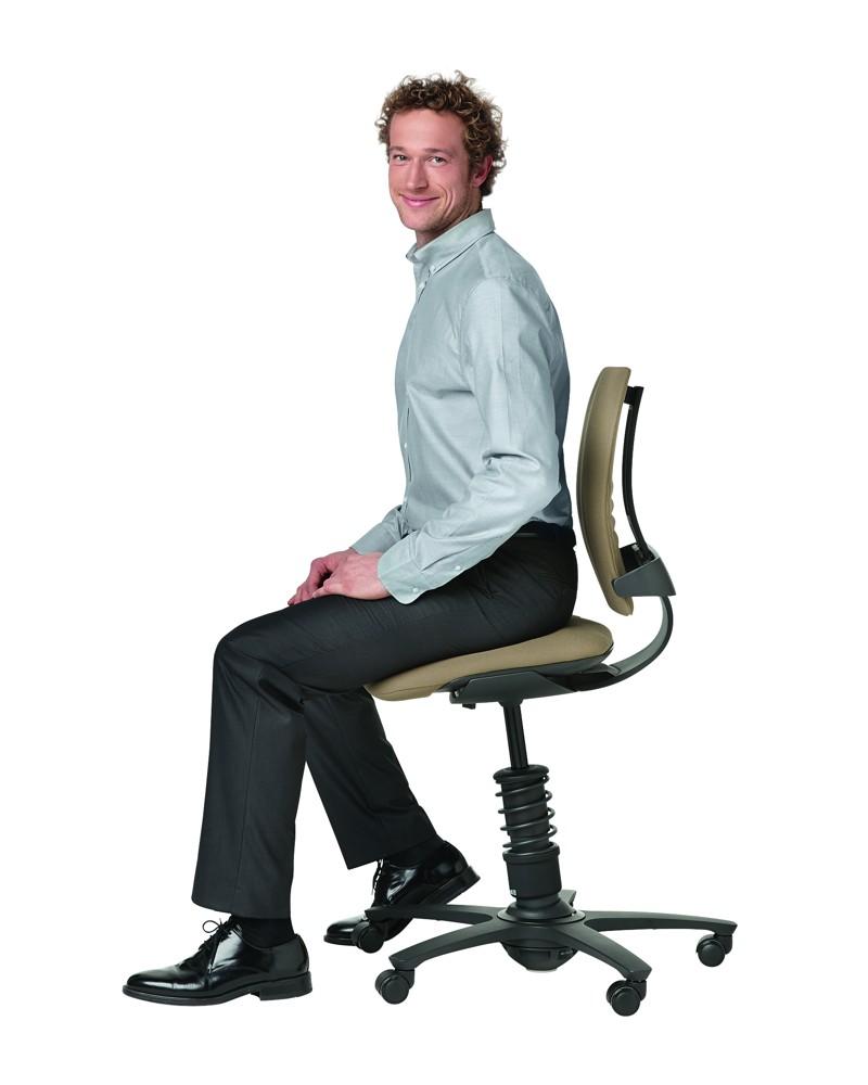 Der 3Dee von aeris (2013) sorgt dank einer tragenden Feder für multidimensionales Sitzen. Foto: aeris