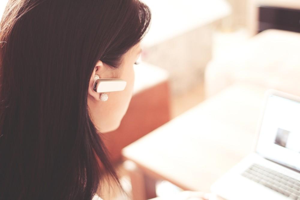 Kopfhörer: Der Stand der Technik: Bluetooth-Headsets unterstützen mobile Kommunikation.  Foto: Pexels