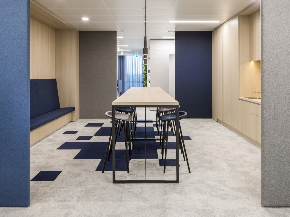 Wichtiger Bestandteil des Bürokonzepts: Küchenbereiche als Treffpunkte. Foto: Ewout Huibers