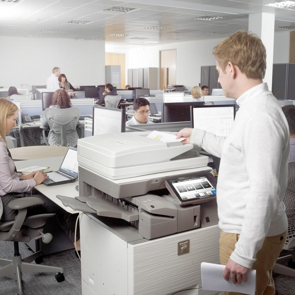 Oft befinden sich auf den Festplatten von Multifunktionsgeräten sensible Daten. Foto: Sharp