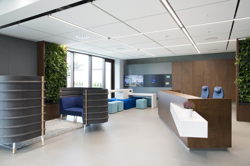 Im Inspiration-Center dominiert das Biophilic Design mit vielen Grünpflanzen. Foto: Nowy Styl