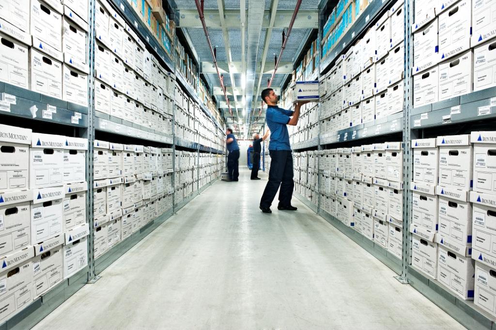 Um der Papierflut Herr zu werden, empfiehlt sich die Auslagerung von Dokumenten an einen externen Dienstleister.