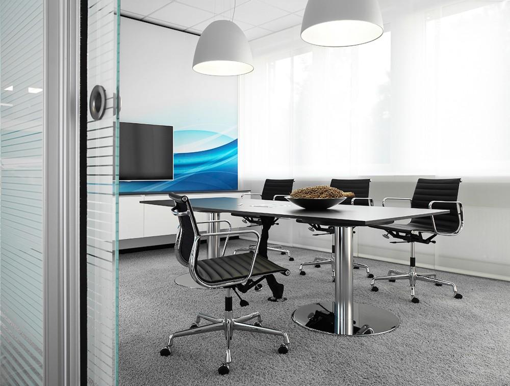 Funktional mit eigenständigem Design: die Büromöbelsysteme von WINI.