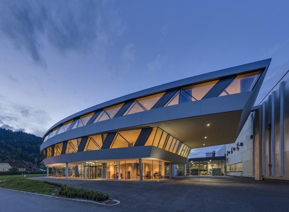 Gebaute Corporate Identity: Bürogebäude der Firma Geislinger in Bad St. Leonhard in Kärnten.  Abbildungen: Angelo Kaunat