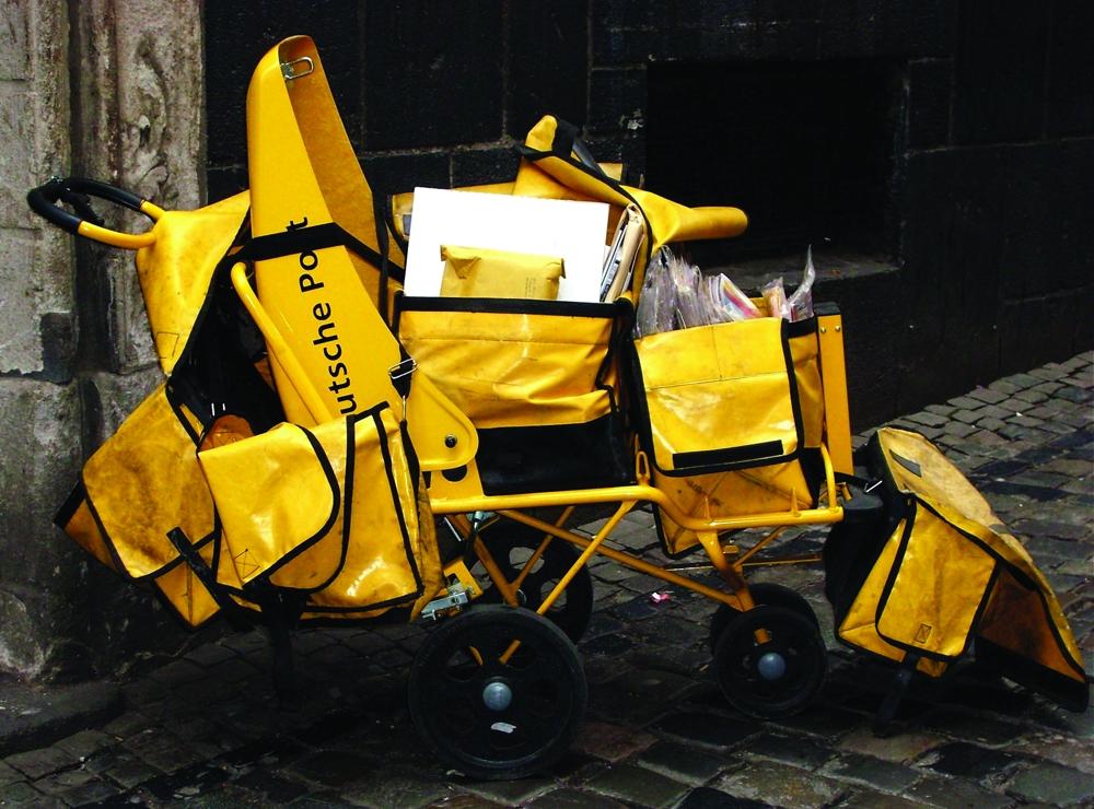 Seit den 1990er Jahren ergänzt die E-Mail den klassischen Briefverkehr. Abbildung: Bubi/Pixelio.de