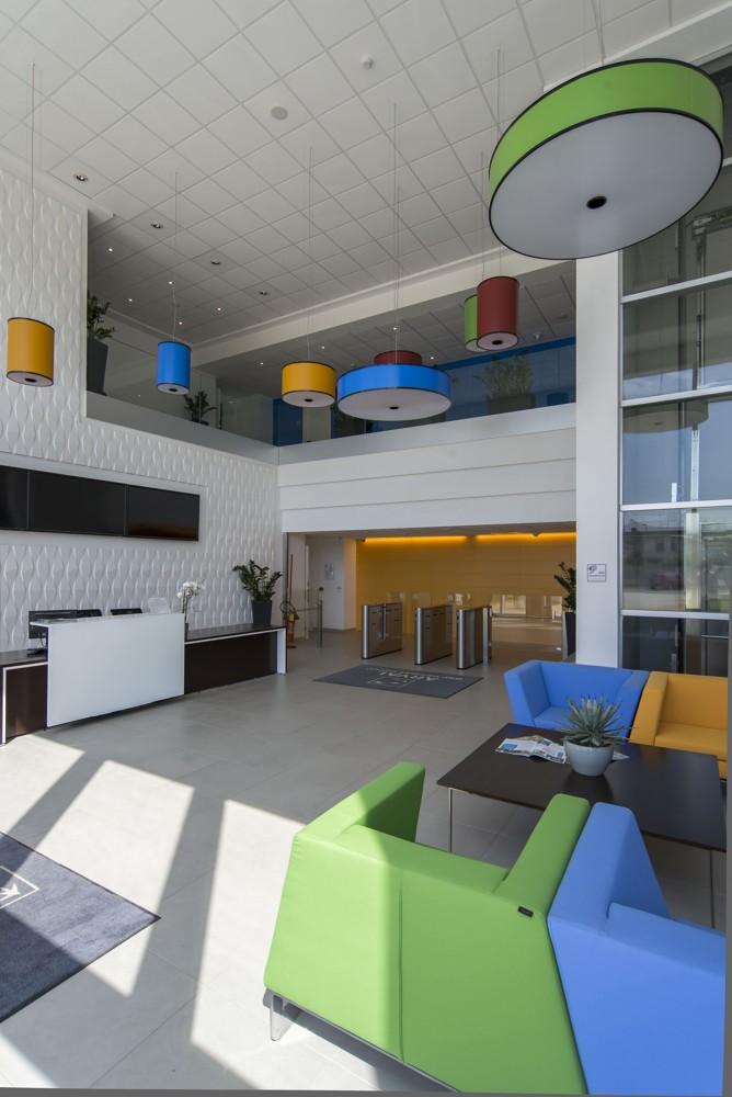 Einladend und farbenfroh: der Eingangsbereich. Abbildung: Alessandro Ciampi