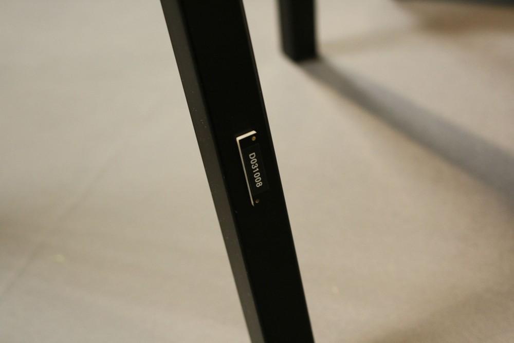 Unauffällig: einer der schwarzen RFID-Transponder aus Kunststoff. Abbildung: Design Offices