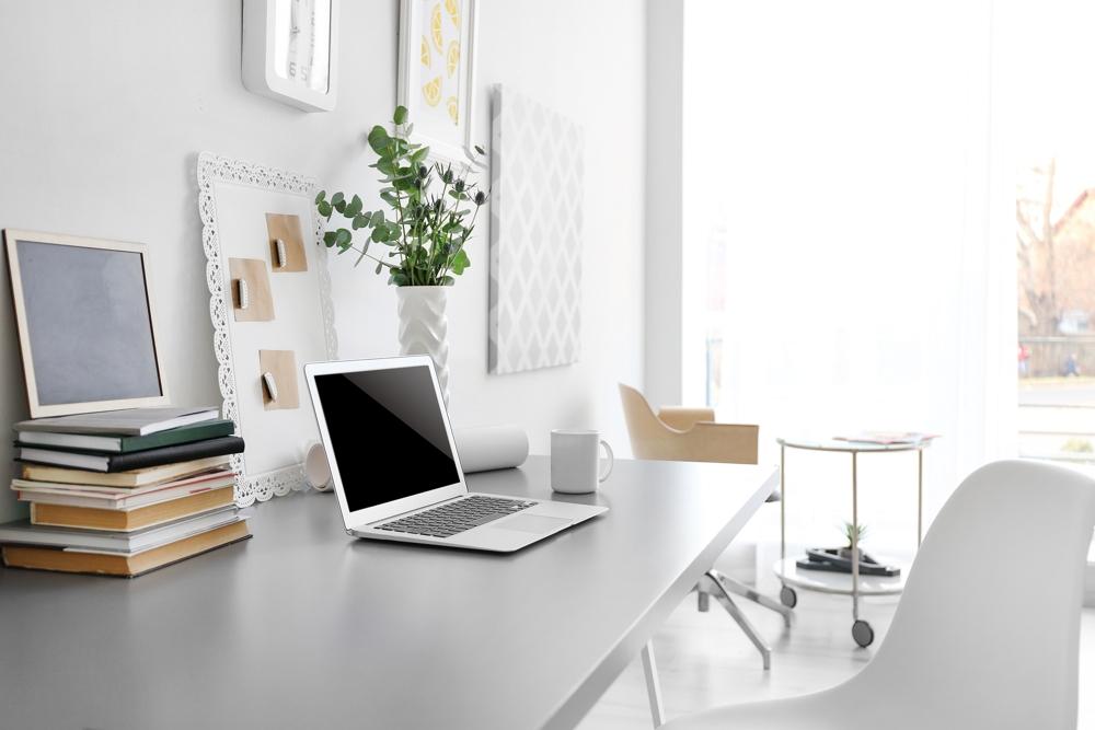 Die vertraute Umgebung und die Ruhe im Home-Office wirken sich oft positiv auf die Produktivität aus. Abbildung: Africa Studio/Shutterstock.com