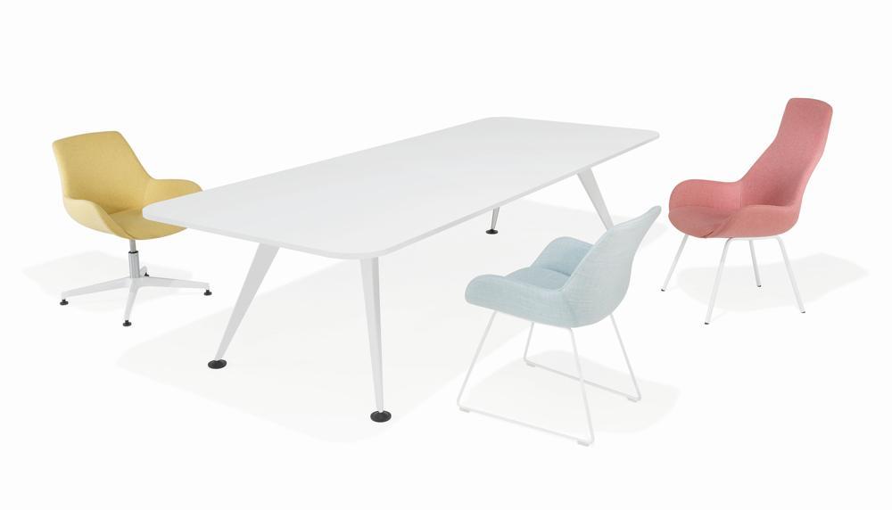 Halle 10.1: Tisch 9550 und Sessel Lupino von Kusch+Co. Abbildung: Kusch+Co