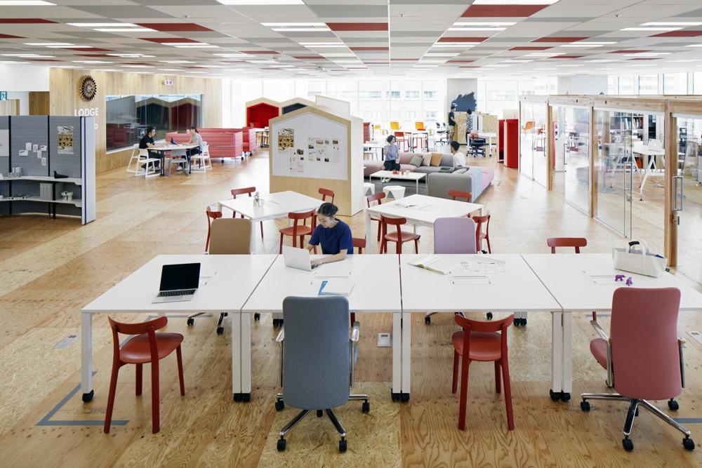 Der Arbeitsplatz, wie wir ihn kennen, könnte bald nur noch eine blasse Erinnerung sein.  Abbildung: Yahoo!, Tokio, ©Vitra, Fotograf: Tom Haller