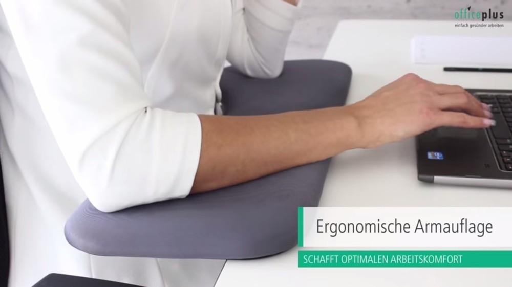 Unterarmauflagen können eine (Über-)Streckung der Hand verringern. Abbildung: officeplus