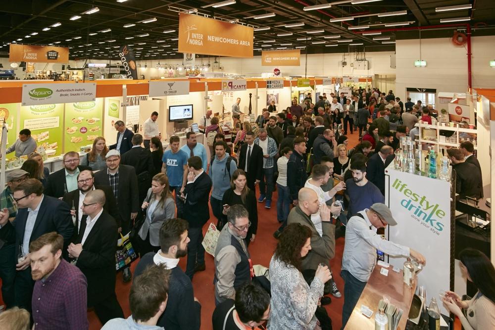 Treffpunkt für Fachbesucher, Interessierte und Hersteller: Messen mit Bürobezug. Abbildung: Hamburg Messe und Congress/Rolf Otzipka