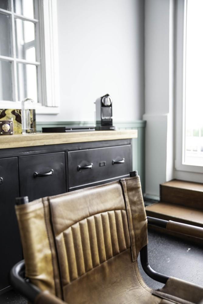 Sitz- und Stauraummöbel wurden passend zum industriellen Retrolook gewählt. Abbildung: Emmanuel Decouard