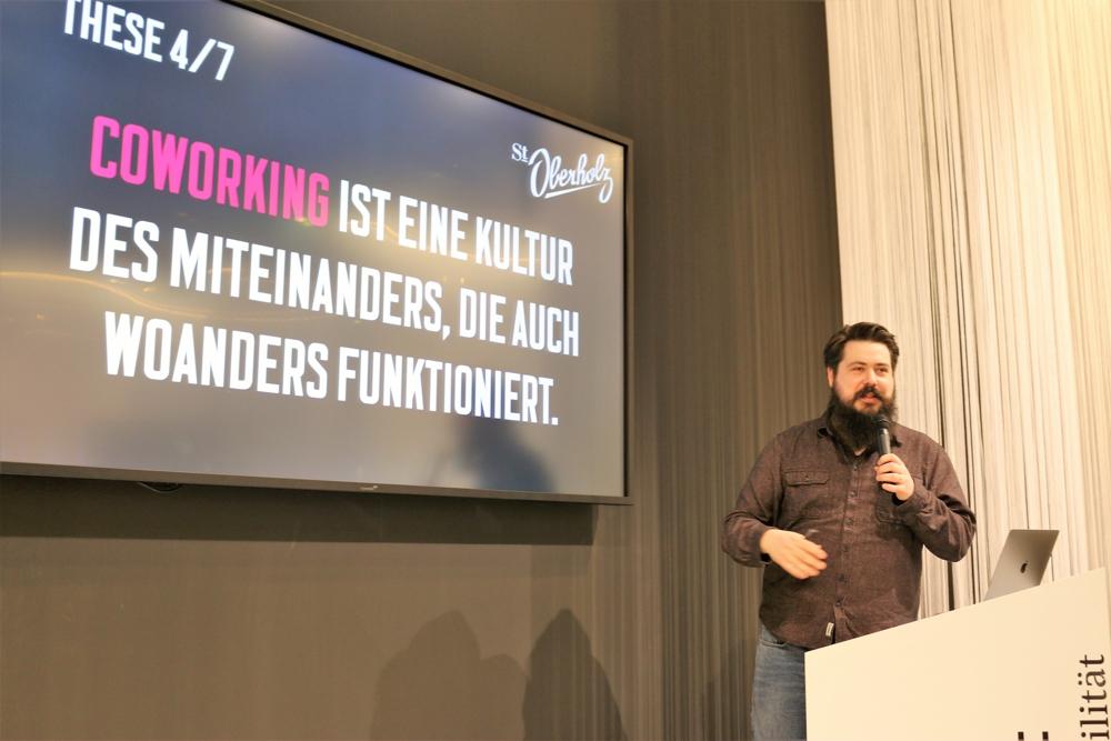 Tobias Kremkau, Head of Coworking im Berliner Coworking-Space St. Oberholz, warb für ein Coworking als Kultur des Miteinanders.